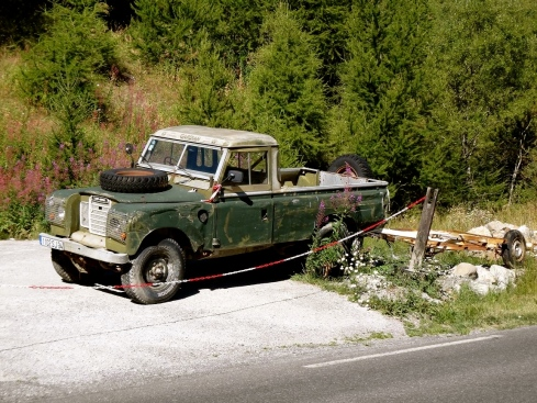 Land-Rover-Pickup