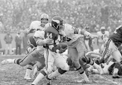 Chuck Foreman runs against the Packers